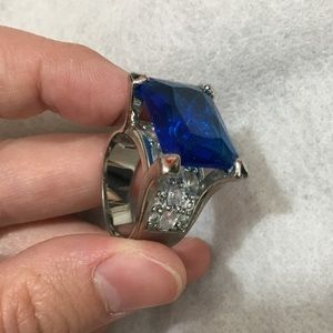 Jewelry - Crystal stone ring